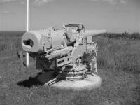 Besigtigelsen af Pikkerbakken 1945, kanon på Pikkerbakken
