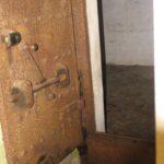 Ståldør i mandskabsbunker i Andholm Batteri