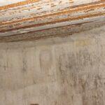 Stålbjælker i loftet i mandskabsbunker