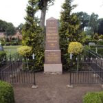 Grave og mindesten på Broager Kirkegård, grav med 73 danskere