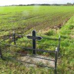 Grave og mindesten på Kær, krigergrav med 8 danske faldne