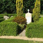 Grave og mindesten på Lysabild kirkegård, 2 danskere døde 14 og 15 marts.