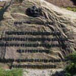 Grave og mindesten på Michaelis kirkegård, mindesten begge krige