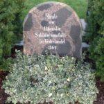 Grave og mindesten på Varnæs kirkegård, minde over 13 danske soldater